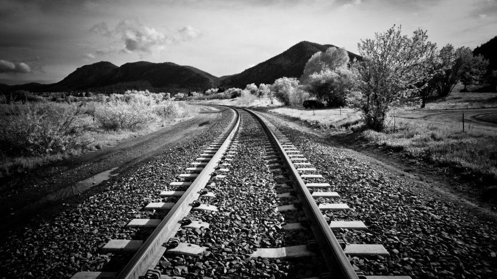đường Tàu Hỏa Trắng đen