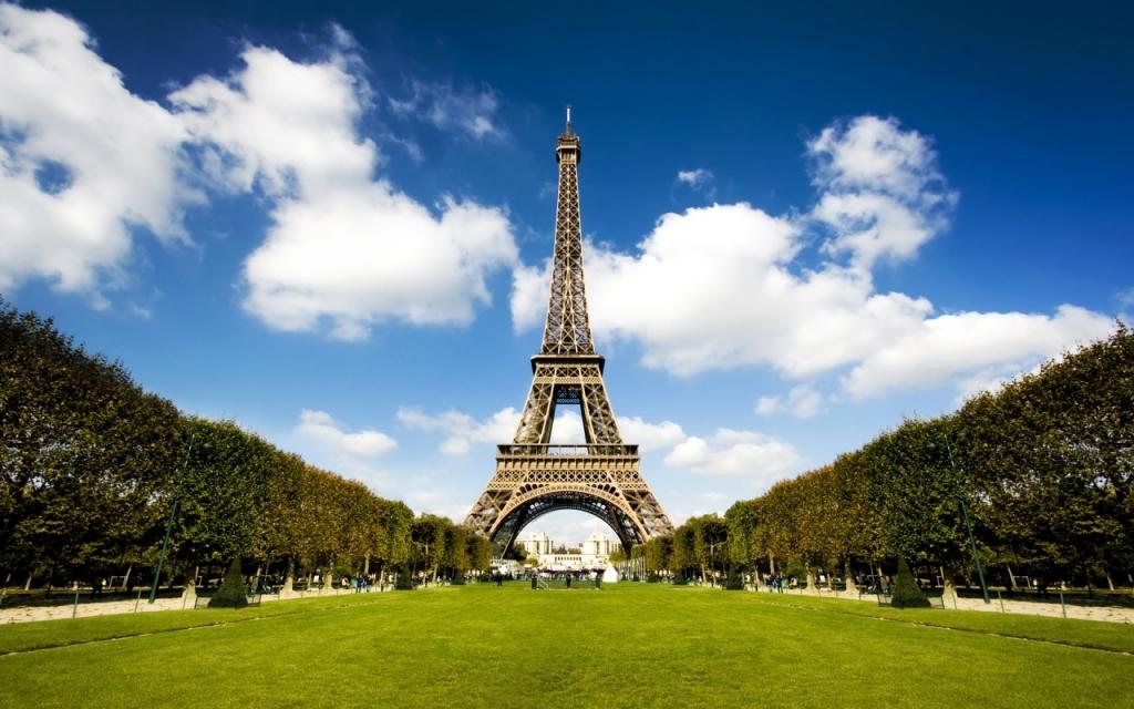 ảnh Hàng Cây Bên Tháp Eiffel
