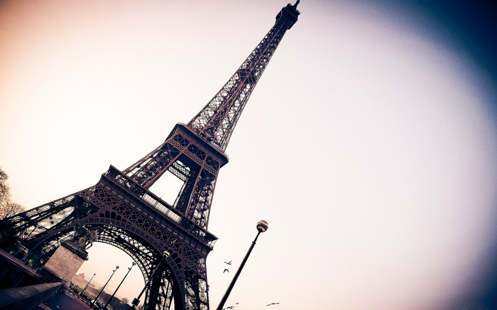 39943490-eiffel-tower-wallpapers