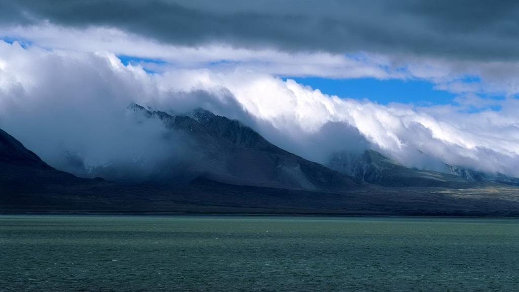 Hình ảnh Núi và Hồ tự nhiên
